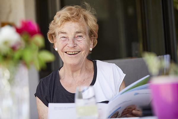 Kundin von MeineMaklerin aus Hagen freut sich über eine Immobilienrente der Deutsche Leibrenten AG.
